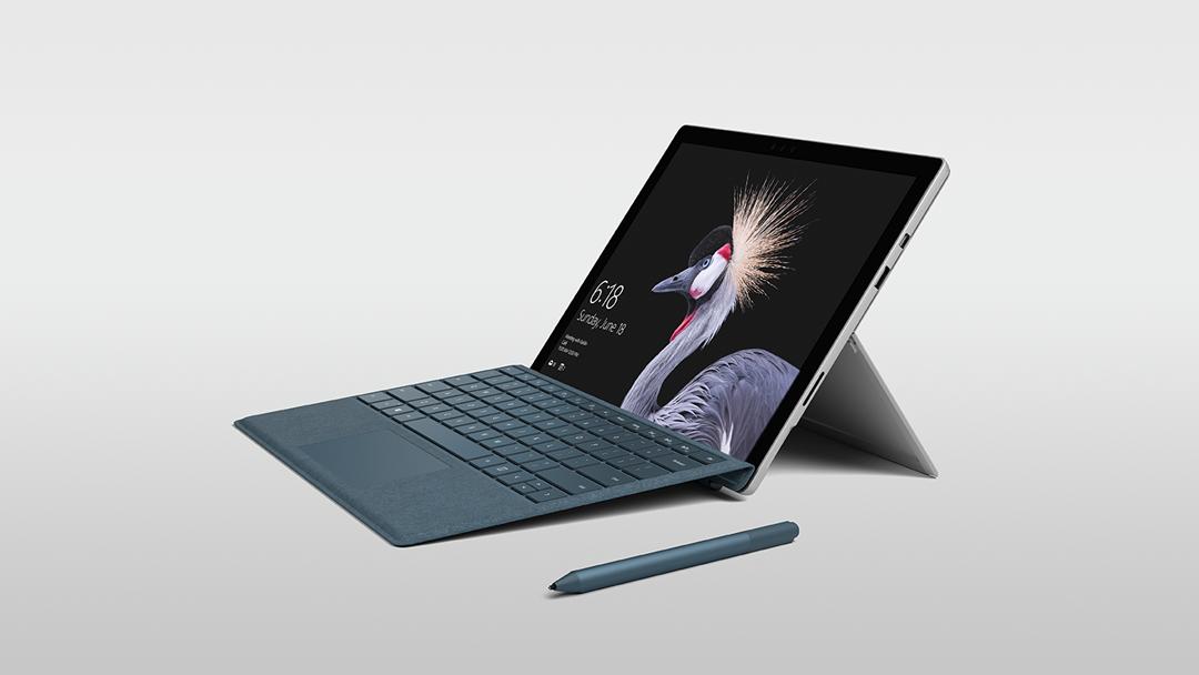 Microsoft Surface Pro (2017) Type Cover inclinée vers le haut